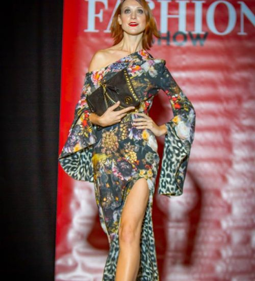 Sara Leupold bei der secret Fashion Show Kleid Alea
