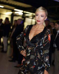 Sara Leupold Couture H/W 2018 Wickelkleid aus Seide mit Animalprint